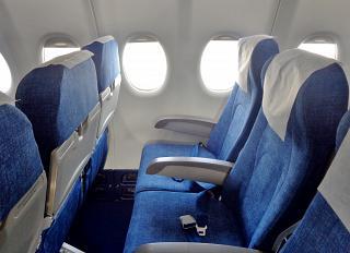 Пассажирские кресла эконом-класса в самолете Суперджет-100 авиакомпании