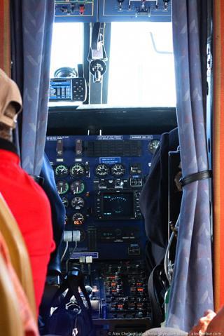 Пилотская кабина и салон самолета Dornier 228