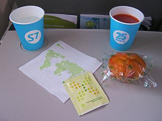 Cupcake and drink on a regional flight operated by S7 Airlines