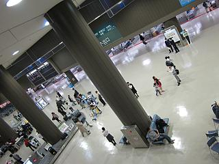 Зона выдачи багажа в аэропорту Токио Нарита