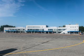 View from the apron to the terminal of the Tomsk airport