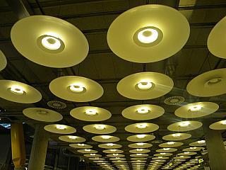 Потолок в терминале 4 аэропорта Мадрид Барахас