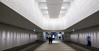 Выход из зоны отдыха Narita Sky Lounge в терминале 2 аэропорта Токио Нарита
