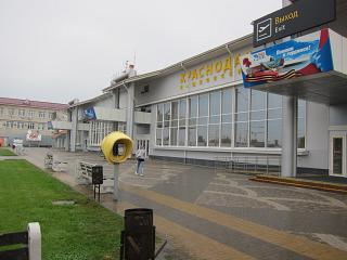 Вход в терминал внутренних рейсов аэропорта Краснодар Пашковский