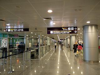 В чистой зоне прилета терминала D аэропорта Киев Борисполь