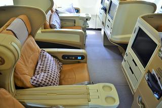 Seats in business class in the Airbus A330-300 of Singapore airlines