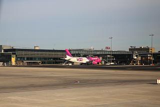 Пассажирский терминал аэропорту Рига со стороны перрона