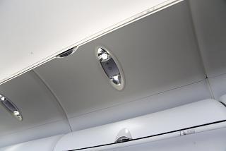 Освещение салона самолета Bombardier Dash 8Q-400 авиакомпании airBaltic