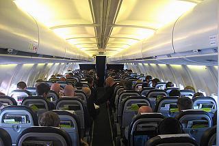 Салон самолета Боинг-737-500 авиакомпании airBaltic