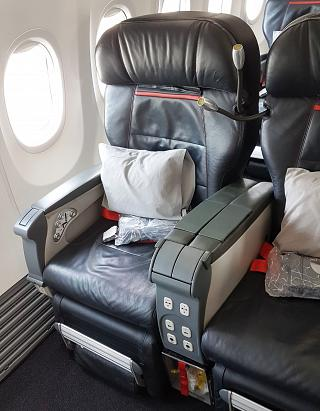 The seat business class Boeing-737-900 Turkish airlines
