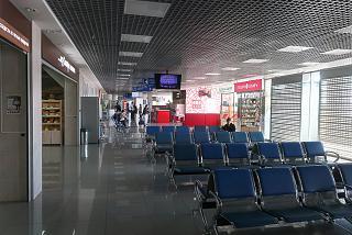 Места для ожидания в зоне вылета внутренних рейсов аэропорта Томск