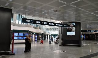 В зале прилета в терминале Т1 аэропорта Милан Мальпенса