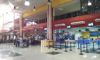 В аэровокзале аэропорта Антонио Масео в Сантьяго-де-Куба