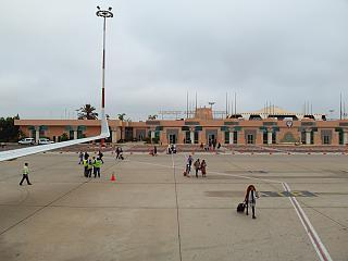 Вид с перрона на пассажирский терминал аэропорта Агадир Аль-Массира