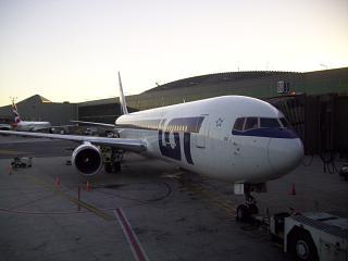 Боинг-767-300 SP-LPF авиакомпании LOT в аэропорту Ньюарк