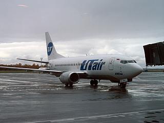 Боинг-737-500 авиакомпании UTair в аэропорту Уфы