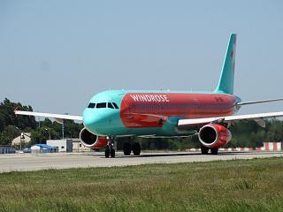 Airbus A321 UR-WRI авиакомпании Wind Rose в аэропорту Борисполь