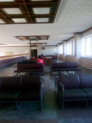Зал ожидания в аэропорту Стрежевой