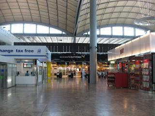 Shops in clean area Alicante airport