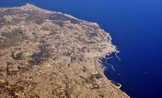Морской порт города Алжир-Сити.