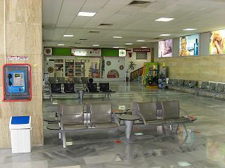 В чистой зоне старого терминала аэропорта Бургас