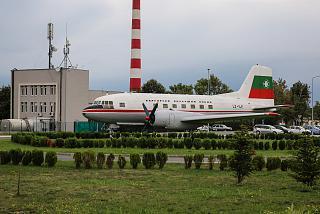 Самолет-памятник Ил-14 в аэропорту Бургас