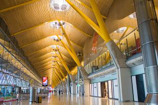 In the clean zone of terminal 4 of Madrid-Barajas airport