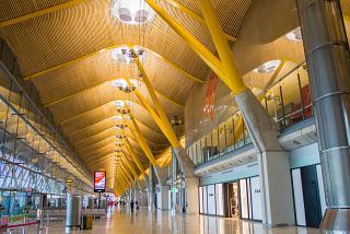 В чистой зоне терминала 4 аэропорта Мадрид Барахас