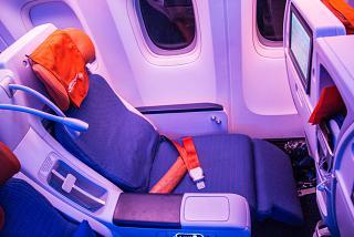 Откинутое кресло комфорт-класса в Боинге-777-300 Аэрофлота