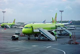 Самолет Airbus A321 S7 Airlines в аэропорту Домодедово