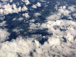 Фото Антверпена в разрыве облаков