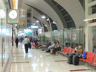 Места для отдыха пассажиров в терминале 3 аэропорта Дубай