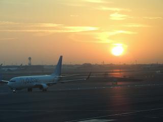 Рассвет в аэропорту Дубай