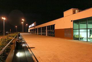 Открытая обзорная площадка в аэропорту Фуншал на острове Мадейра