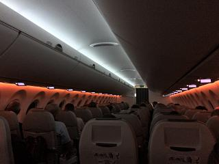 Пассажирский салон самолета Bombardier CS300 авиакомпании airBaltic