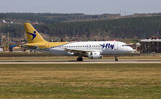 Airbus A319 EI-GFO авиакомпании I-Fly в аэропорту Иркутска