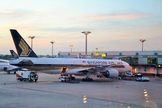 Боинг-777-200 9V-SVJ Сингапурских авиалиний в аэропорту Чанги