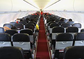 Салон самолета Airbus A320 авиакомпании Air Asia