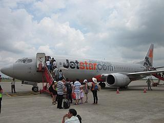 A Boeing-737-400 airlines Jetstar Pacific