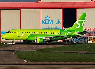 Самолет Embraer 170 в новой ливрее S7 Airlines