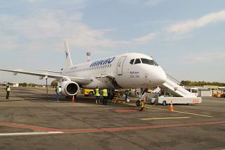 """SSJ 100 RA-89078 авиакомпании """"ИрАэро"""" в аэропорту Барнаула"""