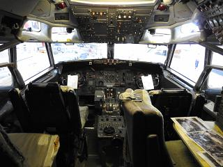 Cockpit of a Boeing 727