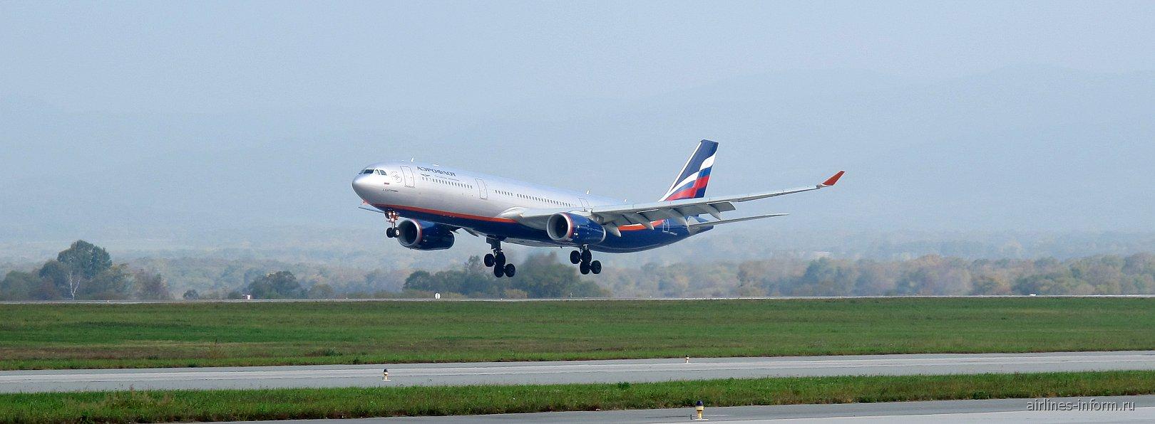 Airbus A330 Аэрофлота в аэропорту Владивостока
