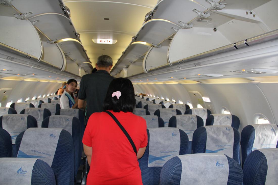 Салон самолета Airbus A319 авиакомпании Bangkok Airways