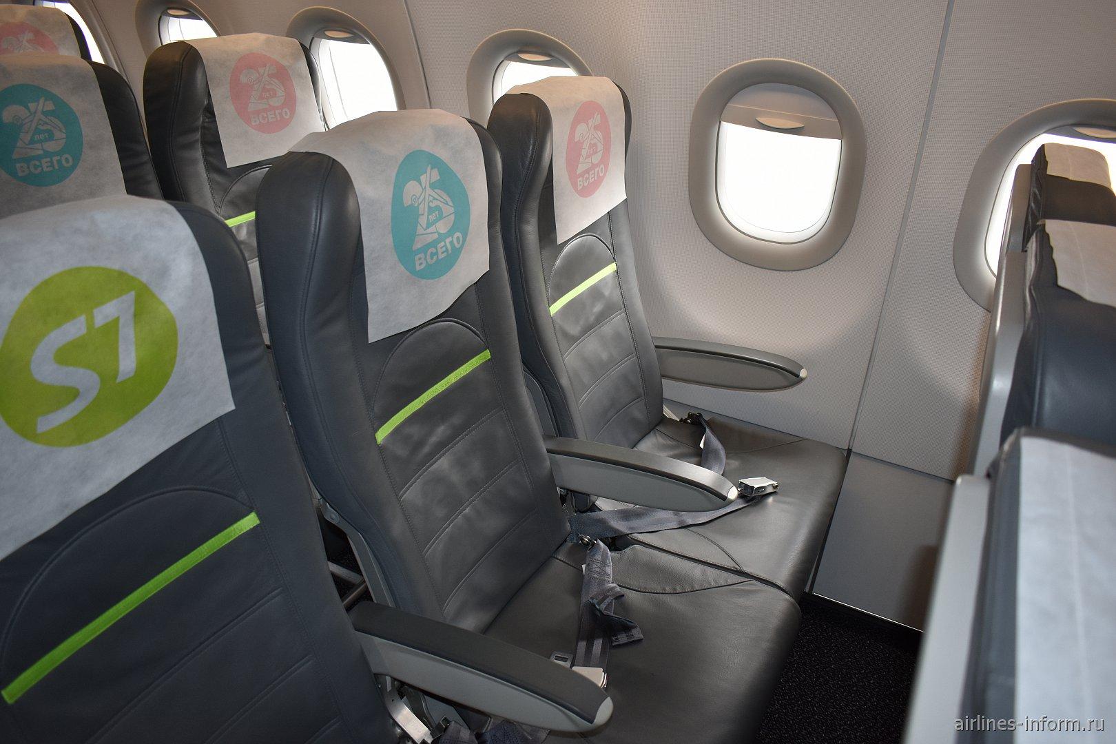 Пассажирские кресла в Airbus A320 авиакомпании S7 Airlines