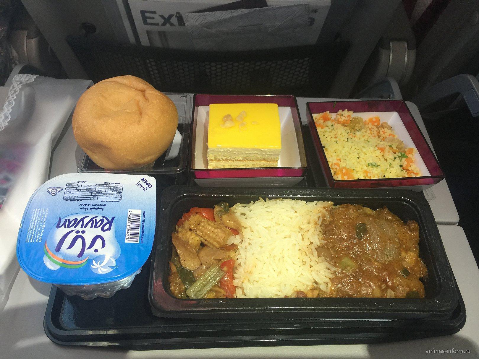 Бортовое питание на рейсе Москва-Доха Катарских авиалиний