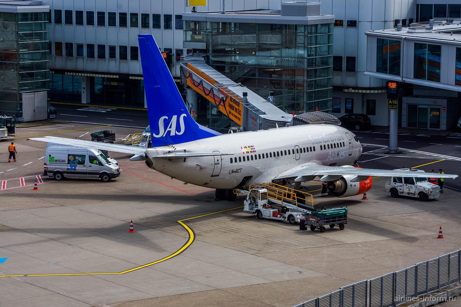 Боинг-737-600 авиакомпании SAS в аэропорту Дюссельдорфа
