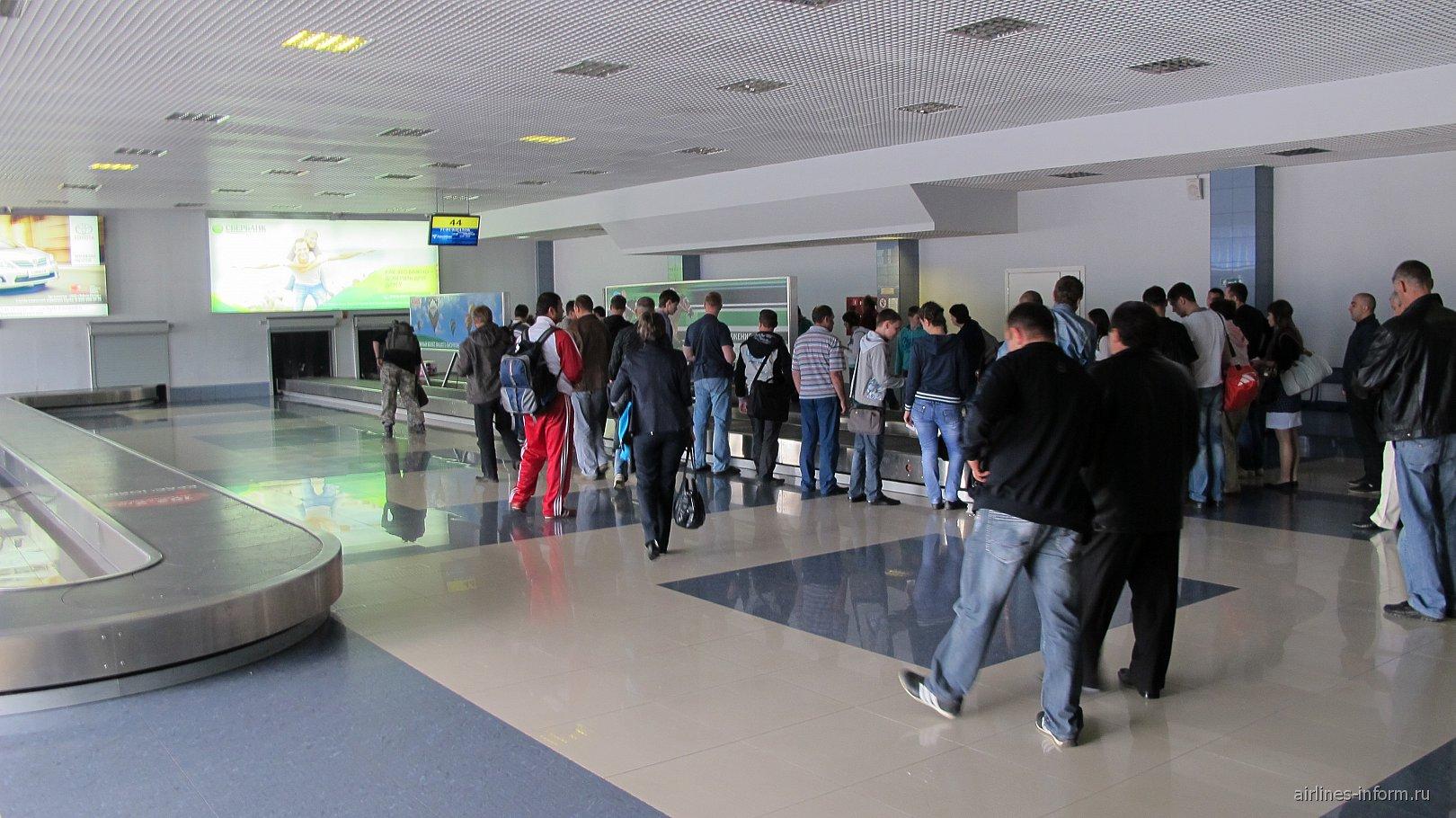 Зал выдачи багажа в аэропорту Красноярск Емельяново