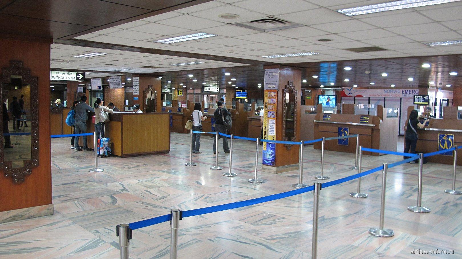 Зал иммиграционного контроля в аэропорту Катманду Трибхуван
