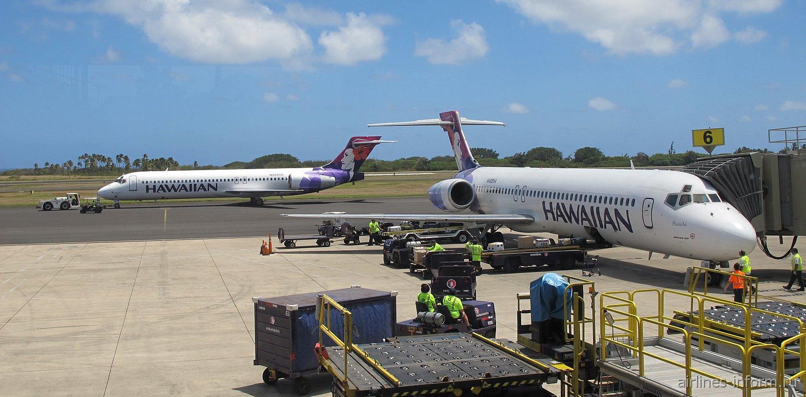 Боинги-717 Гавайских авиалиний в аэропорту Лихуэ